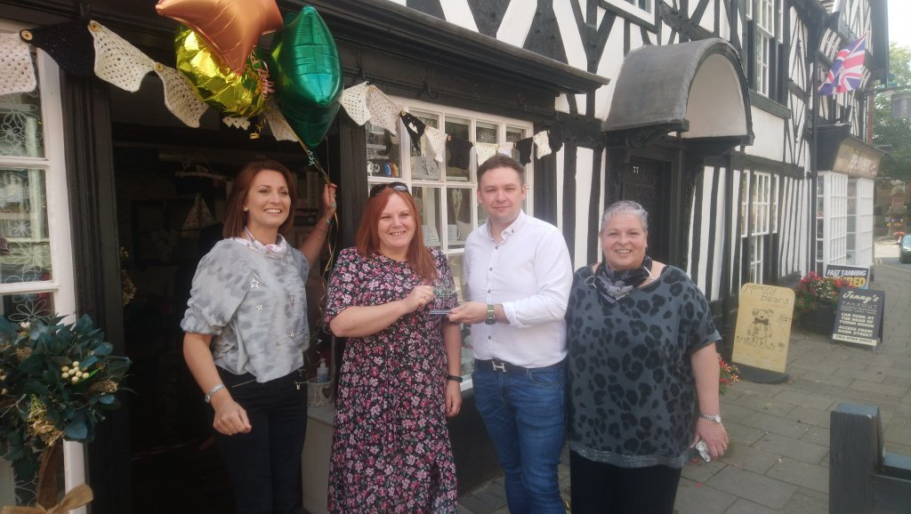 2021 WINNER of the Staffordshire MoorlandsBusiness Contribution to Communities Award sponsored by So Marketing presented byJames Aberley.